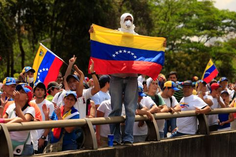 Anti-government protesters march during a protest in Caracas March 16, 2014. Venezuela's President Nicolas Maduro warned protesters in Caracas on Saturday to clear a square they have made their stronghold, or face eviction by security forces. Plaza Altamira, in upscale east Caracas, has been a focus of anti-government protests and violence during six weeks of unrest around Venezuela that has killed 28 people. REUTERS/Tomas Bravo (VENEZUELA - Tags: POLITICS CIVIL UNREST)