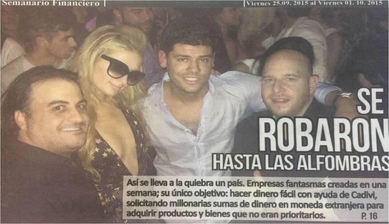 Salvador Lairet, de camisa clara manga larga, de fiesta con París Hilton