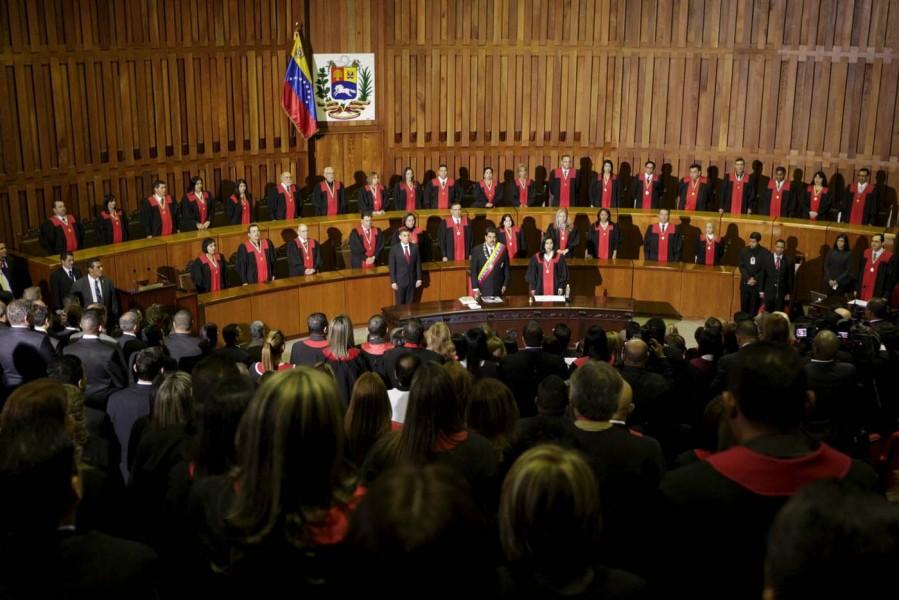 2016-01-29T194231Z_1948943325_GF10000289487_RTRMADP_3_VENEZUELA-POLITICS-899x600 (1)
